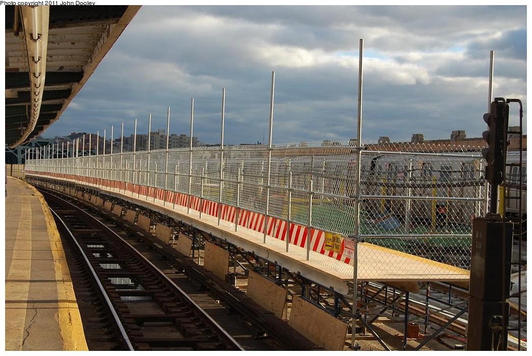(268k, 1044x699)<br><b>Country:</b> United States<br><b>City:</b> New York<br><b>System:</b> New York City Transit<br><b>Line:</b> IND Crosstown Line<br><b>Location:</b> Smith/9th Street <br><b>Photo by:</b> John Dooley<br><b>Date:</b> 12/4/2010<br><b>Notes:</b> Temporary platform.<br><b>Viewed (this week/total):</b> 0 / 1192