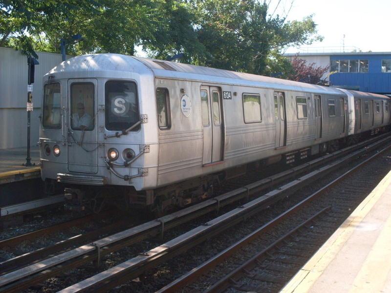 (82k, 800x600)<br><b>Country:</b> United States<br><b>City:</b> New York<br><b>System:</b> New York City Transit<br><b>Line:</b> IND Rockaway<br><b>Location:</b> Broad Channel <br><b>Route:</b> S<br><b>Car:</b> R-46 (Pullman-Standard, 1974-75) 6134 <br><b>Photo by:</b> Anthony Modesto<br><b>Date:</b> 7/5/2010<br><b>Viewed (this week/total):</b> 1 / 953