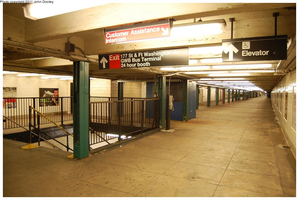 (222k, 1044x699)<br><b>Country:</b> United States<br><b>City:</b> New York<br><b>System:</b> New York City Transit<br><b>Line:</b> IND 8th Avenue Line<br><b>Location:</b> 175th Street/George Washington Bridge Bus Terminal <br><b>Photo by:</b> John Dooley<br><b>Date:</b> 12/3/2010<br><b>Notes:</b> Mezzanine view.<br><b>Viewed (this week/total):</b> 1 / 2027