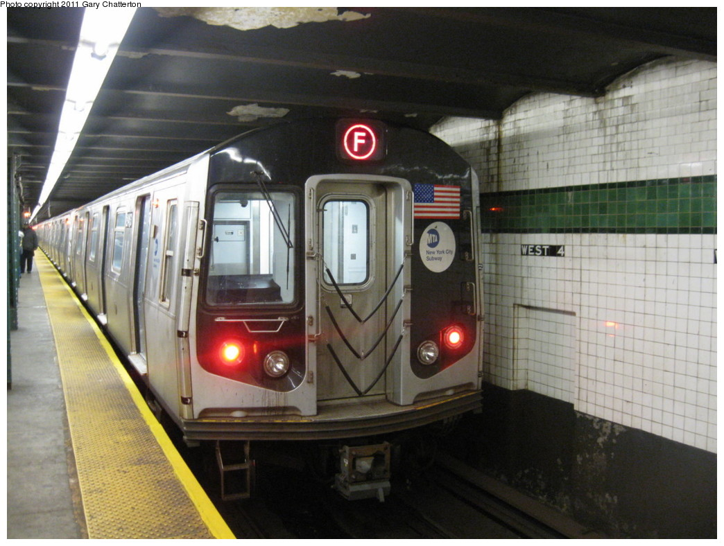 (203k, 1044x788)<br><b>Country:</b> United States<br><b>City:</b> New York<br><b>System:</b> New York City Transit<br><b>Line:</b> IND 6th Avenue Line<br><b>Location:</b> West 4th Street/Washington Square <br><b>Route:</b> F<br><b>Car:</b> R-160A (Option 1) (Alstom, 2008-2009, 5 car sets)  9463 <br><b>Photo by:</b> Gary Chatterton<br><b>Date:</b> 10/31/2010<br><b>Viewed (this week/total):</b> 0 / 924