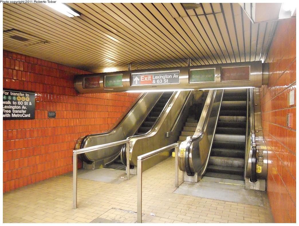 (308k, 1044x788)<br><b>Country:</b> United States<br><b>City:</b> New York<br><b>System:</b> New York City Transit<br><b>Line:</b> IND 63rd Street<br><b>Location:</b> Lexington Avenue-63rd Street <br><b>Photo by:</b> Roberto C. Tobar<br><b>Date:</b> 1/21/2011<br><b>Notes:</b> Escalators to street.<br><b>Viewed (this week/total):</b> 0 / 1259