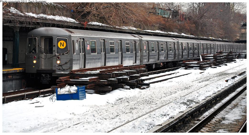 (276k, 1044x570)<br><b>Country:</b> United States<br><b>City:</b> New York<br><b>System:</b> New York City Transit<br><b>Line:</b> BMT Sea Beach Line<br><b>Location:</b> Fort Hamilton Parkway <br><b>Route:</b> N<br><b>Car:</b> R-68A (Kawasaki, 1988-1989)  5162 <br><b>Photo by:</b> Zach Summer<br><b>Date:</b> 1/8/2011<br><b>Viewed (this week/total):</b> 0 / 1208