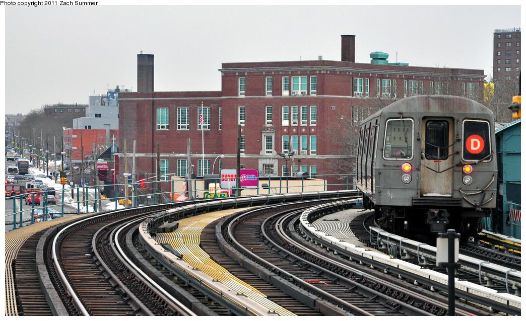 (296k, 1044x638)<br><b>Country:</b> United States<br><b>City:</b> New York<br><b>System:</b> New York City Transit<br><b>Line:</b> BMT West End Line<br><b>Location:</b> 25th Avenue <br><b>Route:</b> D<br><b>Car:</b> R-68 (Westinghouse-Amrail, 1986-1988)  2764 <br><b>Photo by:</b> Zach Summer<br><b>Date:</b> 1/8/2011<br><b>Viewed (this week/total):</b> 0 / 1369