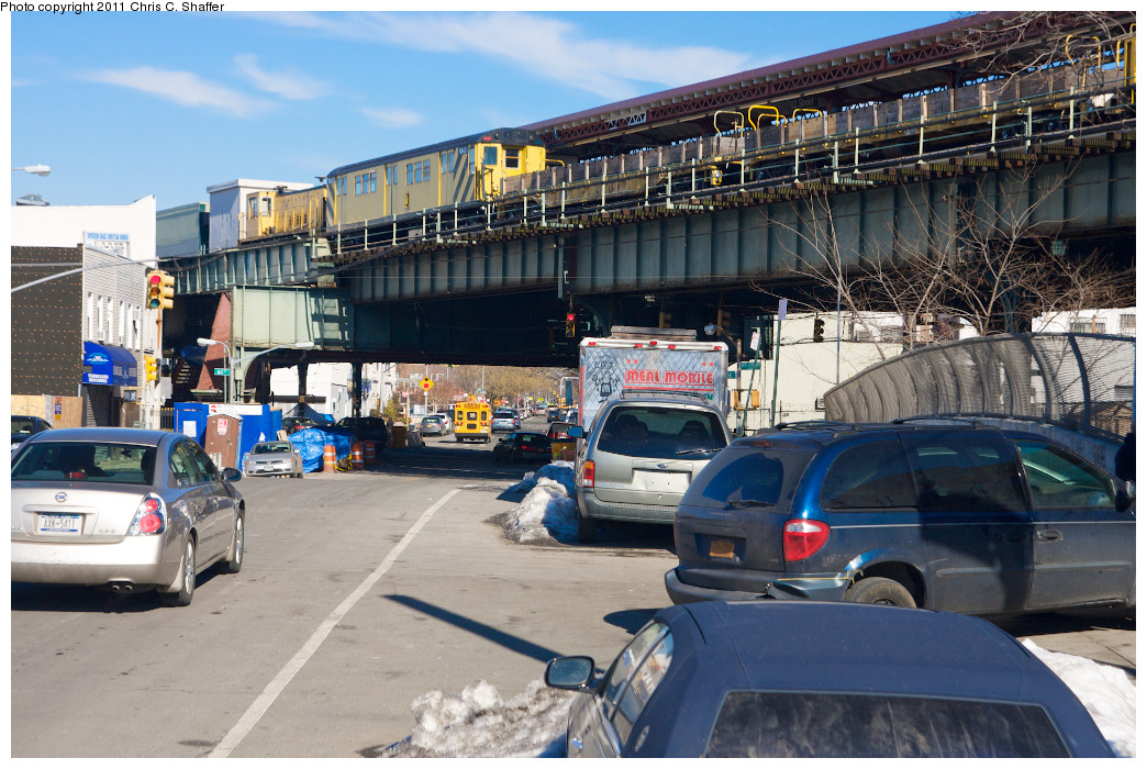 (292k, 1044x700)<br><b>Country:</b> United States<br><b>City:</b> New York<br><b>System:</b> New York City Transit<br><b>Line:</b> BMT West End Line<br><b>Location:</b> 62nd Street <br><b>Route:</b> Work Service<br><b>Car:</b> R-161 Rider Car (ex-R-33)  RD421 (ex-9032)<br><b>Photo by:</b> Chris C. Shaffer<br><b>Date:</b> 2/11/2011<br><b>Viewed (this week/total):</b> 0 / 1075