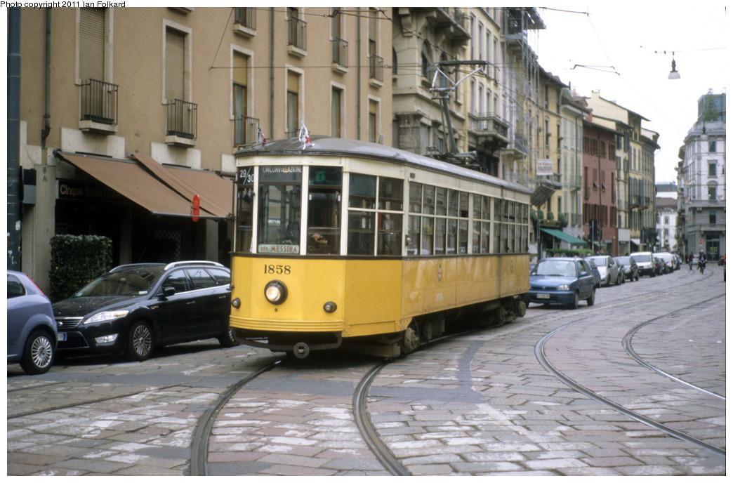 (238k, 1044x688)<br><b>Country:</b> Italy<br><b>City:</b> Milan<br><b>System:</b> Azienda Trasporti Milanesi (ATM)<br><b>Route:</b> 29/30<br><b>Car:</b> Milan Milano/Peter Witt (1927-1930)  1858 <br><b>Photo by:</b> Ian Folkard<br><b>Date:</b> 5/15/2010<br><b>Notes:</b> Via Ponte Vetero & Via Arco<br><b>Viewed (this week/total):</b> 0 / 412