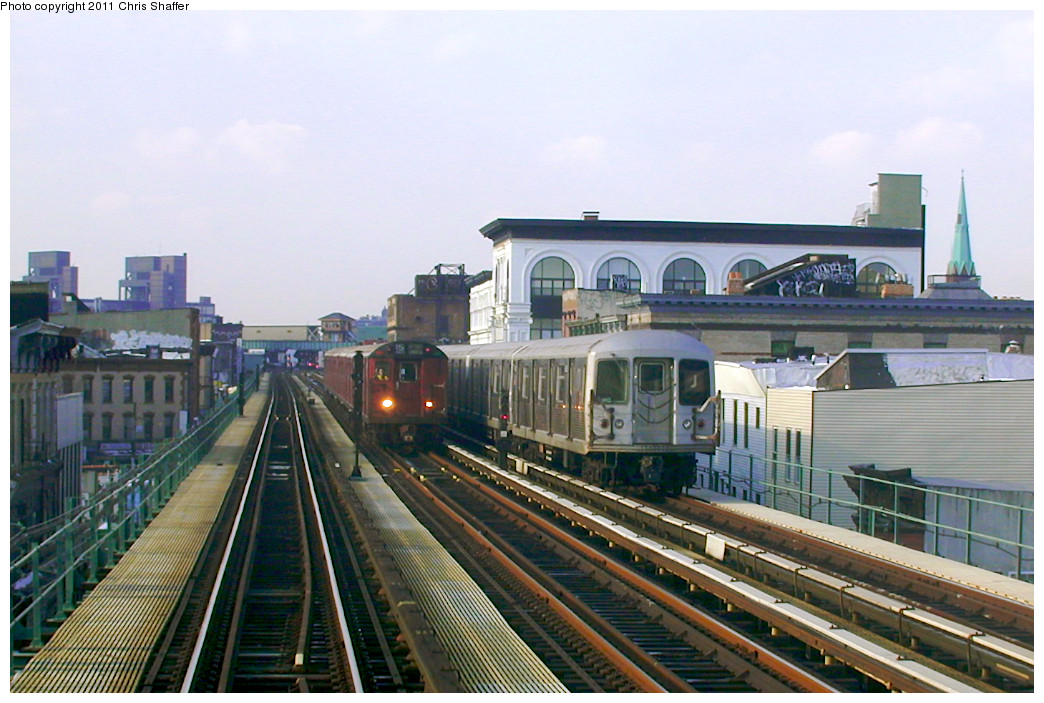 (248k, 1044x703)<br><b>Country:</b> United States<br><b>City:</b> New York<br><b>System:</b> New York City Transit<br><b>Line:</b> BMT Nassau Street/Jamaica Line<br><b>Location:</b> Kosciuszko Street <br><b>Route:</b> Fan Trip<br><b>Car:</b> R-33 World's Fair (St. Louis, 1963-64) 9338 <br><b>Photo by:</b> Chris C. Shaffer<br><b>Date:</b> 12/8/2002<br><b>Notes:</b> With R-42<br><b>Viewed (this week/total):</b> 0 / 1191