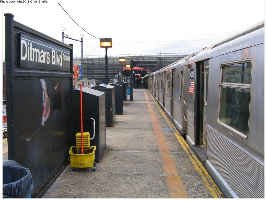(250k, 1044x787)<br><b>Country:</b> United States<br><b>City:</b> New York<br><b>System:</b> New York City Transit<br><b>Line:</b> BMT Astoria Line<br><b>Location:</b> Ditmars Boulevard <br><b>Route:</b> W<br><b>Car:</b> R-40M (St. Louis, 1969)  4512 <br><b>Photo by:</b> Chris C. Shaffer<br><b>Date:</b> 10/24/2007<br><b>Viewed (this week/total):</b> 0 / 1274