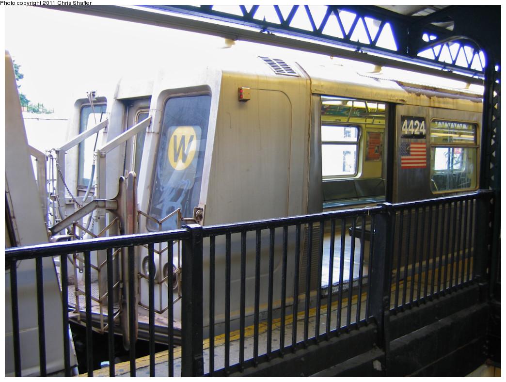 (241k, 1044x788)<br><b>Country:</b> United States<br><b>City:</b> New York<br><b>System:</b> New York City Transit<br><b>Line:</b> BMT Astoria Line<br><b>Location:</b> Astoria Boulevard/Hoyt Avenue <br><b>Route:</b> W<br><b>Car:</b> R-40 (St. Louis, 1968)  4424 <br><b>Photo by:</b> Chris C. Shaffer<br><b>Date:</b> 10/24/2007<br><b>Viewed (this week/total):</b> 2 / 1223