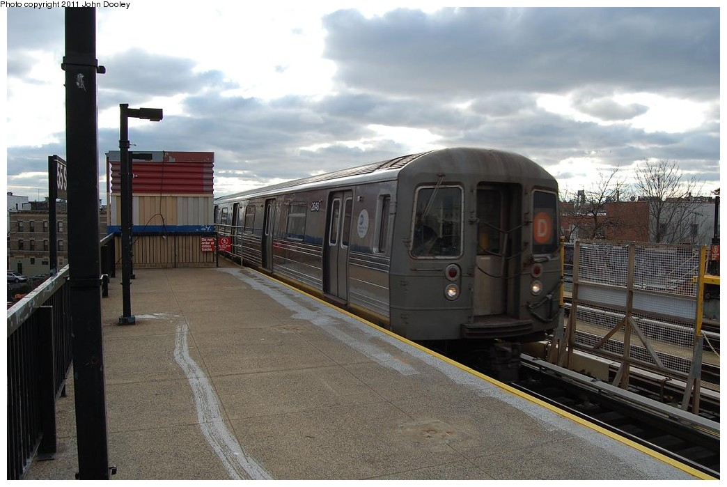 (219k, 1044x699)<br><b>Country:</b> United States<br><b>City:</b> New York<br><b>System:</b> New York City Transit<br><b>Line:</b> BMT West End Line<br><b>Location:</b> 55th Street <br><b>Route:</b> D<br><b>Car:</b> R-68 (Westinghouse-Amrail, 1986-1988)  2648 <br><b>Photo by:</b> John Dooley<br><b>Date:</b> 12/4/2010<br><b>Viewed (this week/total):</b> 0 / 826