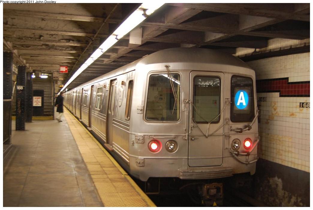 (194k, 1044x699)<br><b>Country:</b> United States<br><b>City:</b> New York<br><b>System:</b> New York City Transit<br><b>Line:</b> IND 8th Avenue Line<br><b>Location:</b> 168th Street <br><b>Route:</b> A<br><b>Car:</b> R-46 (Pullman-Standard, 1974-75) 6258 <br><b>Photo by:</b> John Dooley<br><b>Date:</b> 12/3/2010<br><b>Viewed (this week/total):</b> 6 / 1666