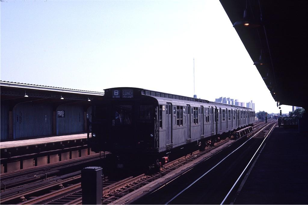 (136k, 1024x682)<br><b>Country:</b> United States<br><b>City:</b> New York<br><b>System:</b> New York City Transit<br><b>Line:</b> BMT Culver Line<br><b>Location:</b> Avenue U <br><b>Route:</b> S<br><b>Car:</b> R-1 (American Car & Foundry, 1930-1931) 103 <br><b>Photo by:</b> Joe Testagrose<br><b>Date:</b> 7/4/1980<br><b>Viewed (this week/total):</b> 4 / 1390