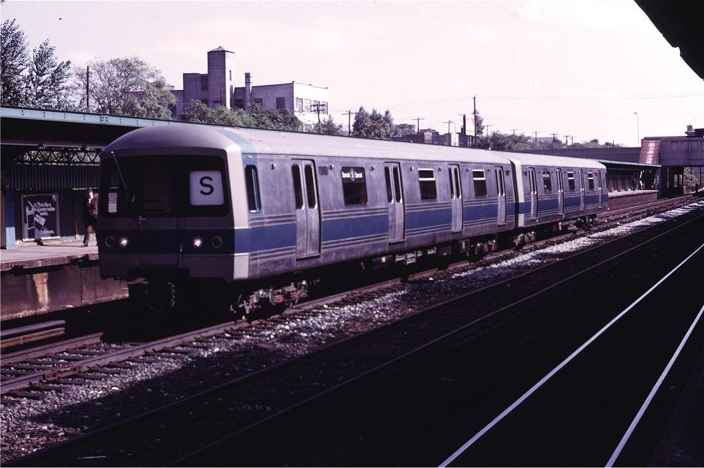 (167k, 1024x682)<br><b>Country:</b> United States<br><b>City:</b> New York<br><b>System:</b> New York City Transit<br><b>Line:</b> BMT Sea Beach Line<br><b>Location:</b> Fort Hamilton Parkway <br><b>Car:</b> R-44 (St. Louis, 1971-73) 110 <br><b>Photo by:</b> Doug Grotjahn<br><b>Collection of:</b> Joe Testagrose<br><b>Date:</b> 10/18/1971<br><b>Viewed (this week/total):</b> 0 / 1162