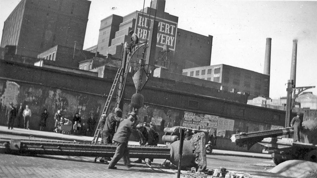 (215k, 1024x577)<br><b>Country:</b> United States<br><b>City:</b> New York<br><b>System:</b> New York City Transit<br><b>Line:</b> 2nd Avenue El<br><b>Location:</b> 92nd Street<br><b>Collection of:</b> Ed Dowdall<br><b>Notes:</b> 2nd Avenue El demolition vicinity of 90th-92nd St.<br><b>Viewed (this week/total):</b> 2 / 2409
