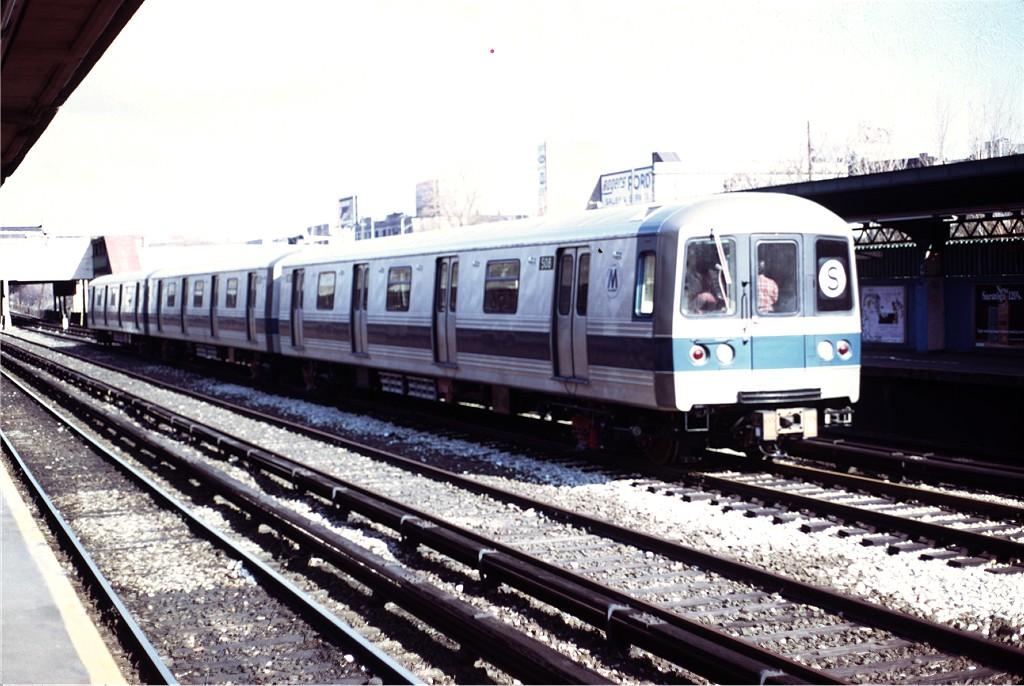 (189k, 1024x686)<br><b>Country:</b> United States<br><b>City:</b> New York<br><b>System:</b> New York City Transit<br><b>Line:</b> BMT Sea Beach Line<br><b>Location:</b> Fort Hamilton Parkway <br><b>Car:</b> R-46 (Pullman-Standard, 1974-75) 508 <br><b>Collection of:</b> Joe Testagrose<br><b>Date:</b> 4/1/1975<br><b>Viewed (this week/total):</b> 1 / 1116