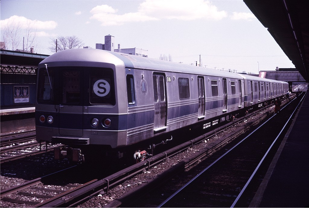 (182k, 1024x689)<br><b>Country:</b> United States<br><b>City:</b> New York<br><b>System:</b> New York City Transit<br><b>Line:</b> BMT Sea Beach Line<br><b>Location:</b> Fort Hamilton Parkway <br><b>Car:</b> R-46 (Pullman-Standard, 1974-75) 516 <br><b>Photo by:</b> Doug Grotjahn<br><b>Collection of:</b> Joe Testagrose<br><b>Date:</b> 4/26/1975<br><b>Viewed (this week/total):</b> 0 / 920