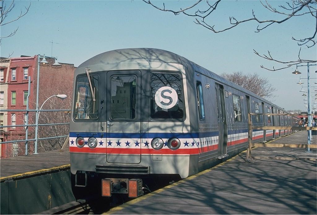 (221k, 1024x696)<br><b>Country:</b> United States<br><b>City:</b> New York<br><b>System:</b> New York City Transit<br><b>Line:</b> BMT Franklin<br><b>Location:</b> Franklin Avenue <br><b>Route:</b> Fan Trip<br><b>Car:</b> R-46 (Pullman-Standard, 1974-75) 680 <br><b>Photo by:</b> Ed McKernan<br><b>Collection of:</b> Joe Testagrose<br><b>Date:</b> 2/26/1977<br><b>Viewed (this week/total):</b> 0 / 1821