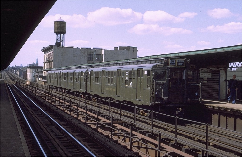 (189k, 1024x667)<br><b>Country:</b> United States<br><b>City:</b> New York<br><b>System:</b> New York City Transit<br><b>Line:</b> BMT Myrtle Avenue Line<br><b>Location:</b> Knickerbocker Avenue <br><b>Route:</b> S<br><b>Car:</b> R-4 (American Car & Foundry, 1932-1933) 800 <br><b>Photo by:</b> Joe Testagrose<br><b>Date:</b> 9/25/1971<br><b>Viewed (this week/total):</b> 0 / 1293