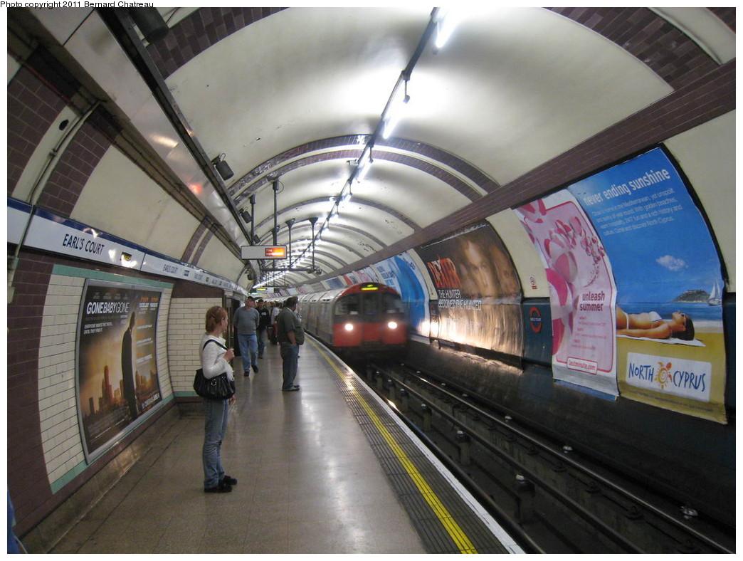 (222k, 1044x788)<br><b>Country:</b> United Kingdom<br><b>City:</b> London<br><b>System:</b> London Underground<br><b>Line:</b> Piccadilly<br><b>Location:</b> Earl's Court <br><b>Photo by:</b> Bernard Chatreau<br><b>Date:</b> 7/12/2008<br><b>Viewed (this week/total):</b> 0 / 487