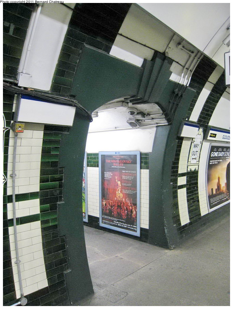 (226k, 788x1044)<br><b>Country:</b> United Kingdom<br><b>City:</b> London<br><b>System:</b> London Underground<br><b>Line:</b> Piccadilly<br><b>Location:</b> Gloucester Road <br><b>Photo by:</b> Bernard Chatreau<br><b>Date:</b> 7/12/2008<br><b>Viewed (this week/total):</b> 0 / 369
