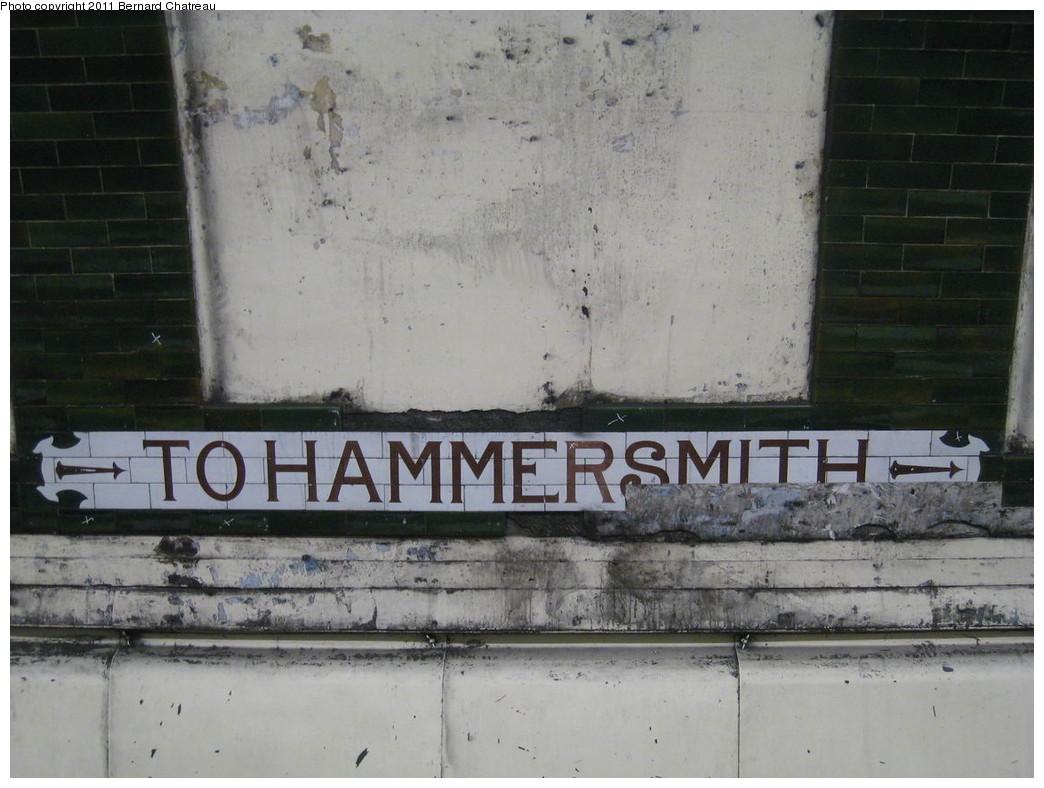 (195k, 1044x788)<br><b>Country:</b> United Kingdom<br><b>City:</b> London<br><b>System:</b> London Underground<br><b>Line:</b> Piccadilly<br><b>Location:</b> Gloucester Road <br><b>Photo by:</b> Bernard Chatreau<br><b>Date:</b> 7/12/2008<br><b>Viewed (this week/total):</b> 0 / 336