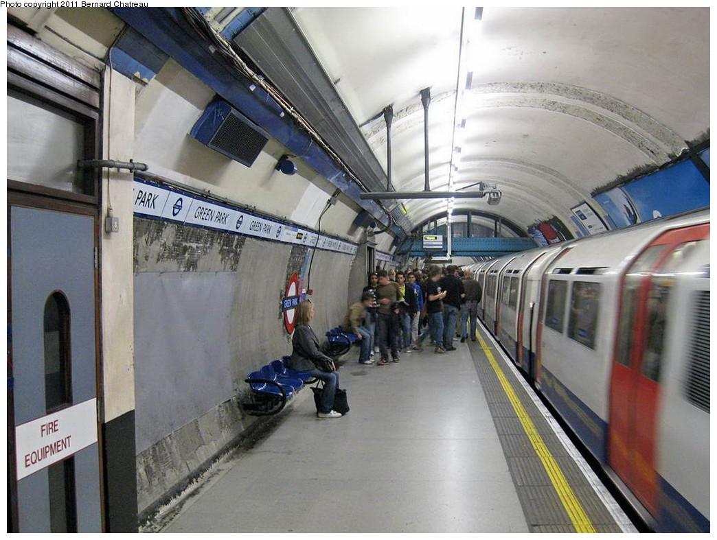 (228k, 1044x787)<br><b>Country:</b> United Kingdom<br><b>City:</b> London<br><b>System:</b> London Underground<br><b>Line:</b> Piccadilly<br><b>Location:</b> Green Park <br><b>Photo by:</b> Bernard Chatreau<br><b>Date:</b> 7/12/2008<br><b>Viewed (this week/total):</b> 1 / 453