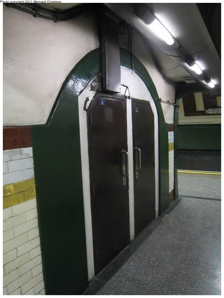 (169k, 788x1045)<br><b>Country:</b> United Kingdom<br><b>City:</b> London<br><b>System:</b> London Underground<br><b>Line:</b> Piccadilly<br><b>Location:</b> Hyde Park Corner <br><b>Photo by:</b> Bernard Chatreau<br><b>Date:</b> 7/12/2008<br><b>Viewed (this week/total):</b> 0 / 389