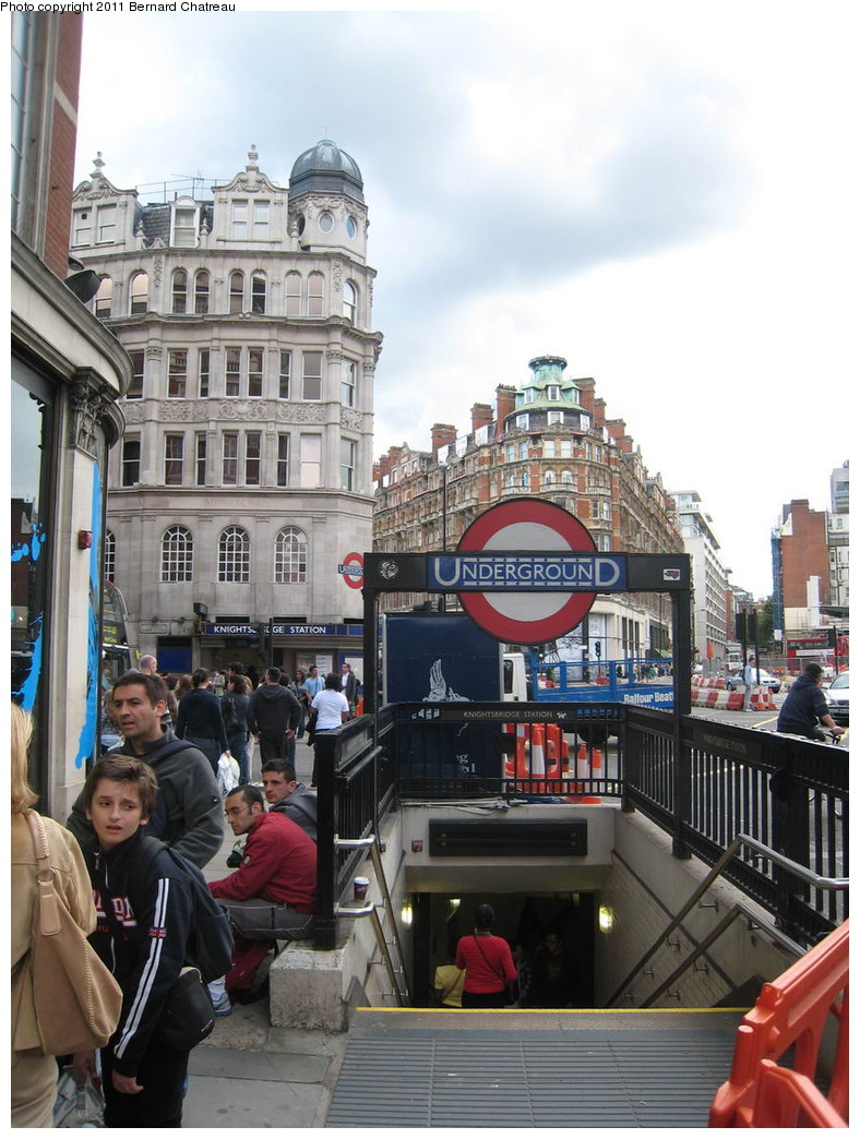 (232k, 788x1044)<br><b>Country:</b> United Kingdom<br><b>City:</b> London<br><b>System:</b> London Underground<br><b>Line:</b> Piccadilly<br><b>Location:</b> Knightsbridge <br><b>Photo by:</b> Bernard Chatreau<br><b>Date:</b> 7/12/2008<br><b>Viewed (this week/total):</b> 0 / 477