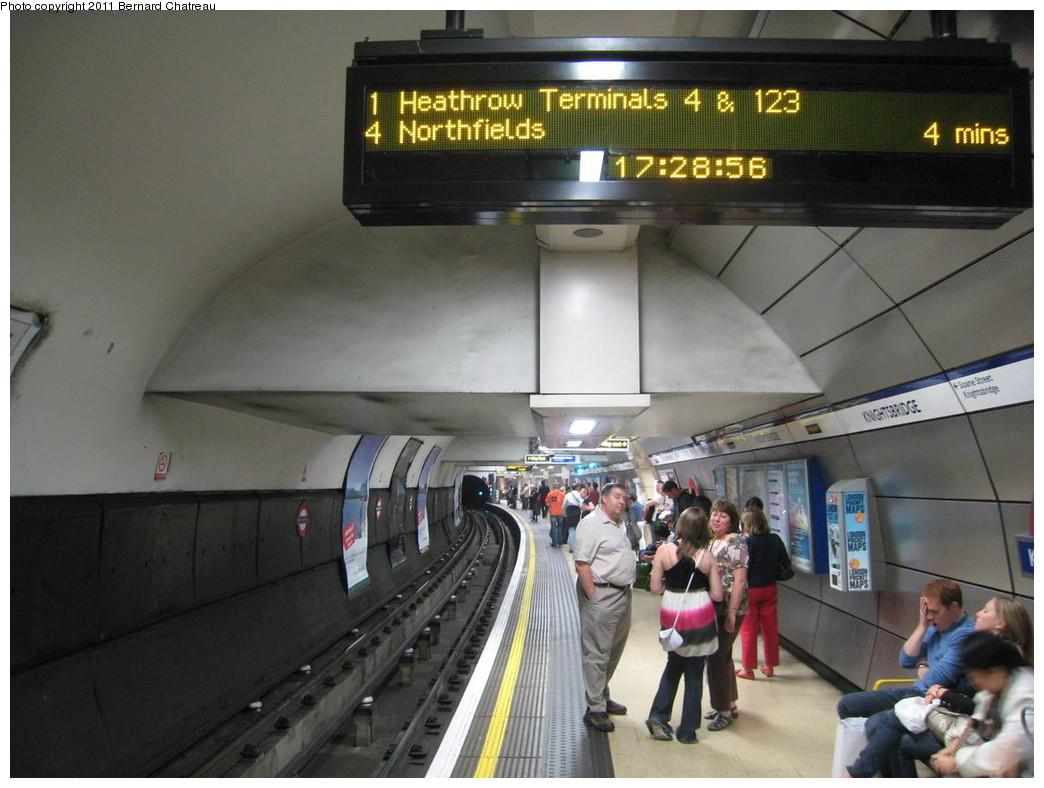 (197k, 1044x788)<br><b>Country:</b> United Kingdom<br><b>City:</b> London<br><b>System:</b> London Underground<br><b>Line:</b> Piccadilly<br><b>Location:</b> Knightsbridge <br><b>Photo by:</b> Bernard Chatreau<br><b>Date:</b> 7/12/2008<br><b>Viewed (this week/total):</b> 0 / 482