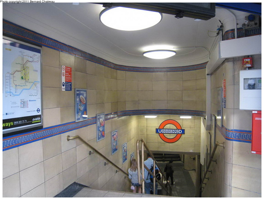 (195k, 1044x789)<br><b>Country:</b> United Kingdom<br><b>City:</b> London<br><b>System:</b> London Underground<br><b>Line:</b> Piccadilly<br><b>Location:</b> Leicester Square <br><b>Photo by:</b> Bernard Chatreau<br><b>Date:</b> 7/12/2008<br><b>Viewed (this week/total):</b> 0 / 423