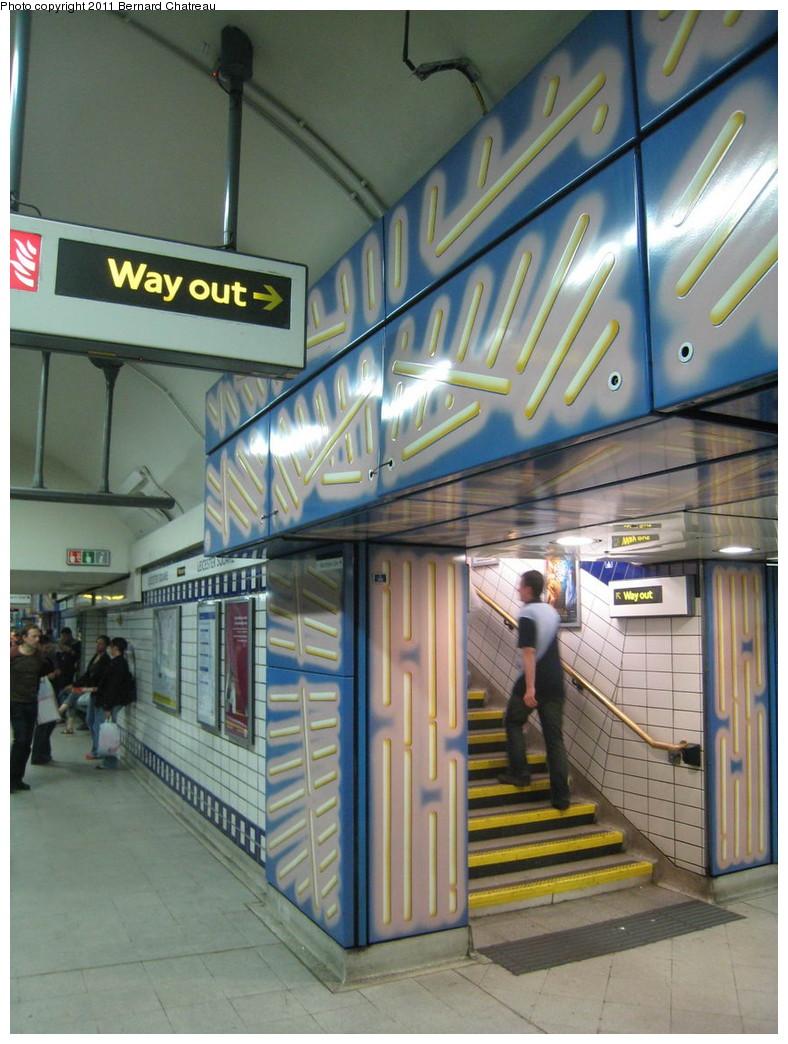 (223k, 788x1044)<br><b>Country:</b> United Kingdom<br><b>City:</b> London<br><b>System:</b> London Underground<br><b>Line:</b> Piccadilly<br><b>Location:</b> Leicester Square <br><b>Photo by:</b> Bernard Chatreau<br><b>Date:</b> 7/12/2008<br><b>Viewed (this week/total):</b> 0 / 489