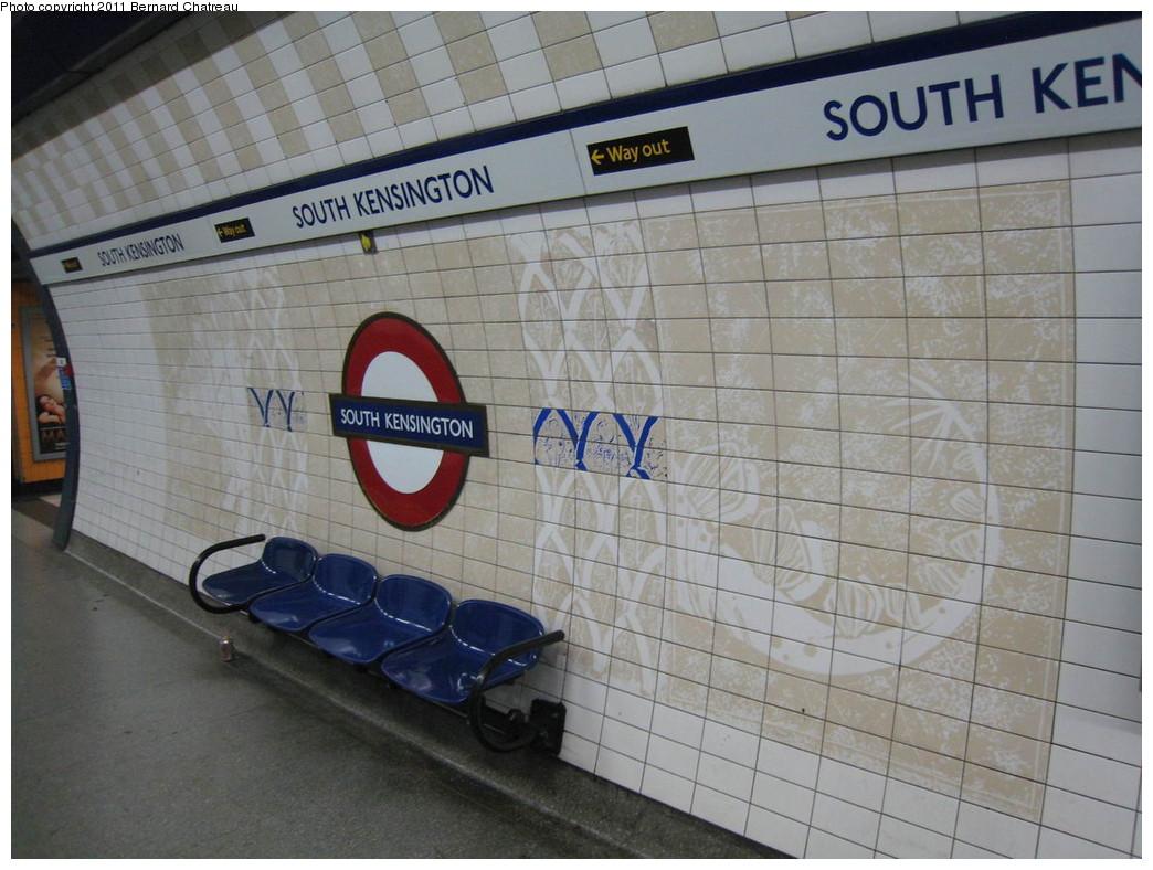 (217k, 1044x788)<br><b>Country:</b> United Kingdom<br><b>City:</b> London<br><b>System:</b> London Underground<br><b>Line:</b> Piccadilly<br><b>Location:</b> South Kensington <br><b>Photo by:</b> Bernard Chatreau<br><b>Date:</b> 7/12/2008<br><b>Viewed (this week/total):</b> 0 / 450