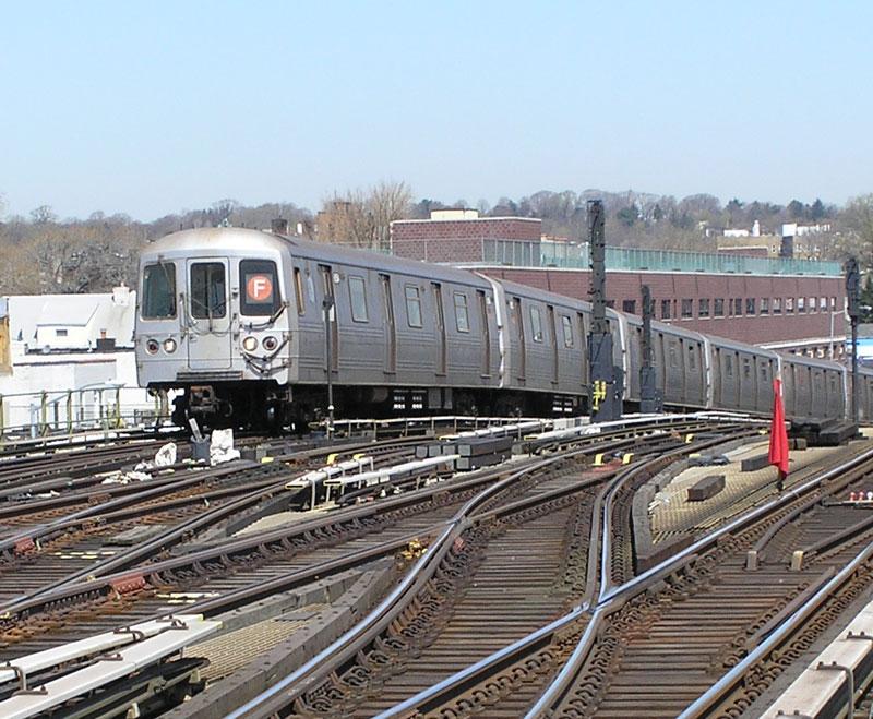 (144k, 800x659)<br><b>Country:</b> United States<br><b>City:</b> New York<br><b>System:</b> New York City Transit<br><b>Line:</b> BMT Culver Line<br><b>Location:</b> Ditmas Avenue <br><b>Route:</b> F<br><b>Car:</b> R-46 (Pullman-Standard, 1974-75)  <br><b>Photo by:</b> Gail Pickett<br><b>Date:</b> 4/2005<br><b>Viewed (this week/total):</b> 1 / 4023