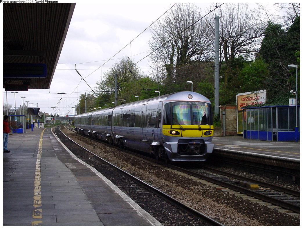 (232k, 1044x788)<br><b>Country:</b> United Kingdom<br><b>City:</b> London<br><b>System:</b> London Main Line Rail<br><b>Location:</b> Ealing Broadway<br><b>Route:</b> Heathrow Express<br><b>Photo by:</b> David Pirmann<br><b>Date:</b> 4/21/2000<br><b>Viewed (this week/total):</b> 0 / 4502