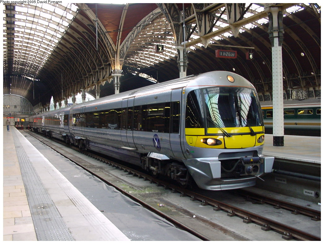 (212k, 1044x788)<br><b>Country:</b> United Kingdom<br><b>City:</b> London<br><b>System:</b> London Main Line Rail<br><b>Location:</b> Paddington<br><b>Route:</b> Heathrow Express<br><b>Photo by:</b> David Pirmann<br><b>Date:</b> 4/22/2000<br><b>Viewed (this week/total):</b> 1 / 4142