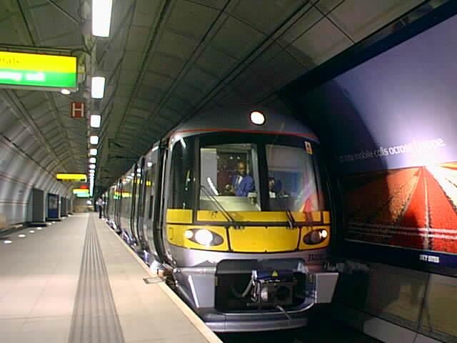 (38k, 640x480)<br><b>Country:</b> United Kingdom<br><b>City:</b> London<br><b>System:</b> London Main Line Rail<br><b>Location:</b> Heathrow Airport<br><b>Route:</b> Heathrow Express<br><b>Photo by:</b> Rob Morel<br><b>Date:</b> 9/4/1999<br><b>Notes:</b> Heathrow Exp.<br><b>Viewed (this week/total):</b> 0 / 5776
