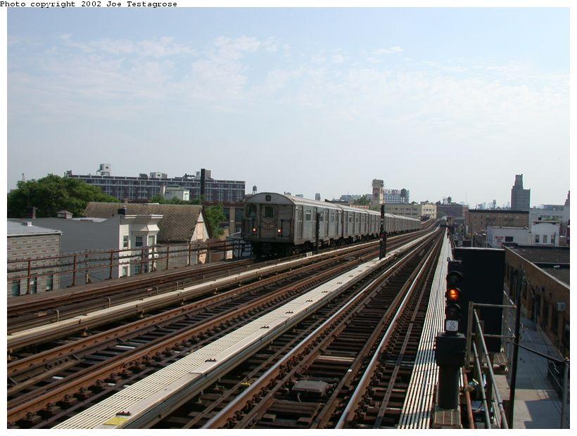 (120k, 820x620)<br><b>Country:</b> United States<br><b>City:</b> New York<br><b>System:</b> New York City Transit<br><b>Line:</b> BMT Astoria Line<br><b>Location:</b> 36th/Washington Aves. <br><b>Car:</b> R-32 (Budd, 1964)  3809 <br><b>Photo by:</b> Joe Testagrose<br><b>Date:</b> 6/19/2002<br><b>Viewed (this week/total):</b> 0 / 3747