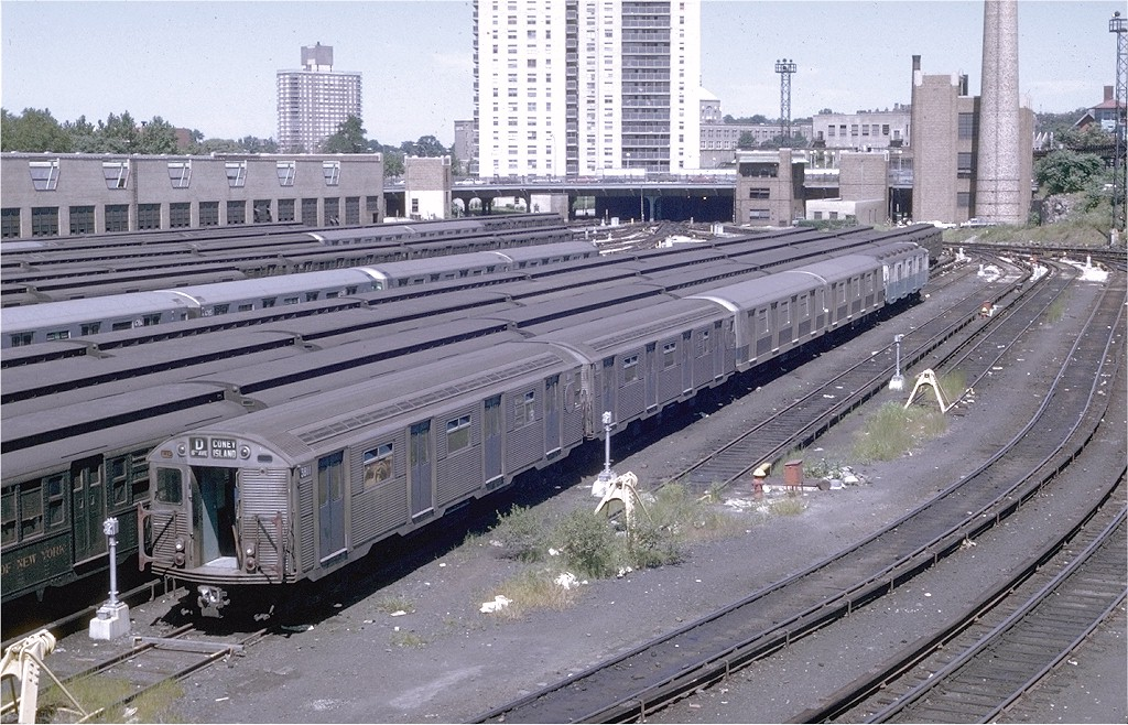 (256k, 1024x658)<br><b>Country:</b> United States<br><b>City:</b> New York<br><b>System:</b> New York City Transit<br><b>Location:</b> Concourse Yard<br><b>Car:</b> R-32 (Budd, 1964)  3811 <br><b>Photo by:</b> Joe Testagrose<br><b>Date:</b> 8/22/1969<br><b>Viewed (this week/total):</b> 1 / 4430