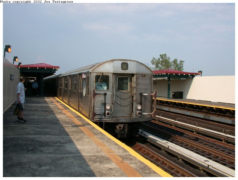 (117k, 820x620)<br><b>Country:</b> United States<br><b>City:</b> New York<br><b>System:</b> New York City Transit<br><b>Line:</b> BMT Astoria Line<br><b>Location:</b> 39th/Beebe Aves. <br><b>Car:</b> R-32 (Budd, 1964)  3949 <br><b>Photo by:</b> Joe Testagrose<br><b>Date:</b> 6/19/2002<br><b>Viewed (this week/total):</b> 1 / 6281
