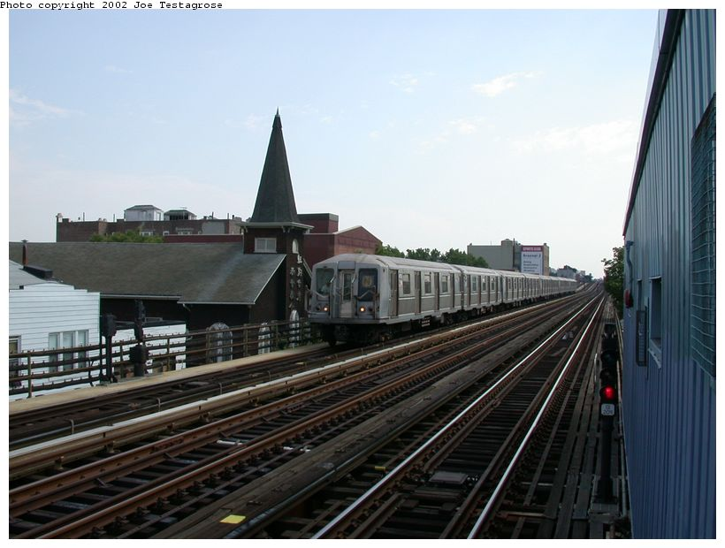 (112k, 820x620)<br><b>Country:</b> United States<br><b>City:</b> New York<br><b>System:</b> New York City Transit<br><b>Line:</b> BMT Astoria Line<br><b>Location:</b> 30th/Grand Aves. <br><b>Route:</b> N<br><b>Car:</b> R-40 (St. Louis, 1968)  4275 <br><b>Photo by:</b> Joe Testagrose<br><b>Date:</b> 6/19/2002<br><b>Viewed (this week/total):</b> 0 / 3837