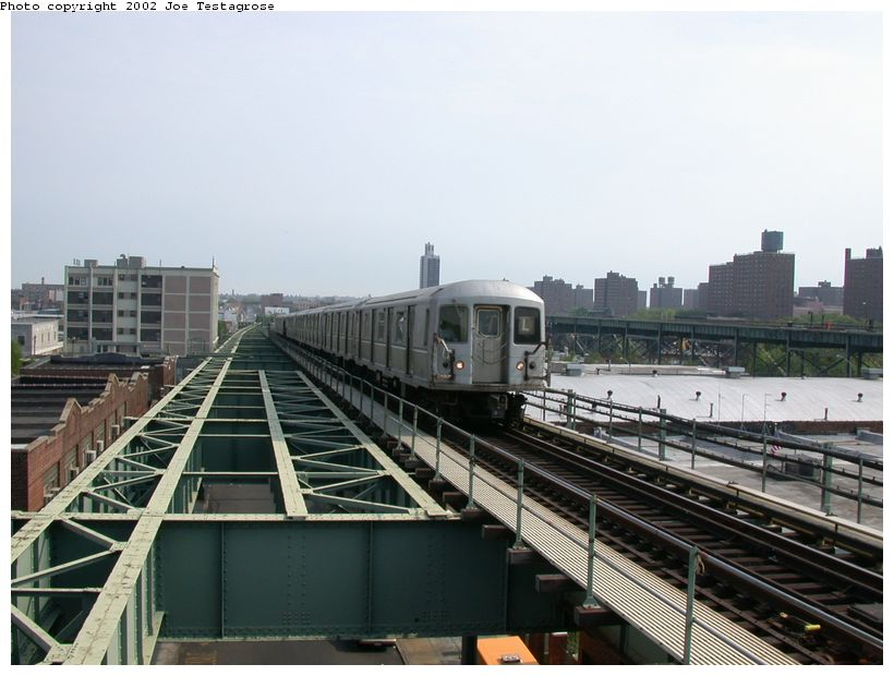 (114k, 820x620)<br><b>Country:</b> United States<br><b>City:</b> New York<br><b>System:</b> New York City Transit<br><b>Line:</b> BMT Canarsie Line<br><b>Location:</b> Atlantic Avenue <br><b>Route:</b> L<br><b>Car:</b> R-40M (St. Louis, 1969)  4483 <br><b>Photo by:</b> Joe Testagrose<br><b>Date:</b> 5/27/2002<br><b>Viewed (this week/total):</b> 0 / 4613