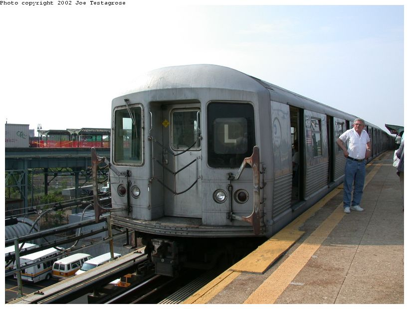 (110k, 820x620)<br><b>Country:</b> United States<br><b>City:</b> New York<br><b>System:</b> New York City Transit<br><b>Line:</b> BMT Canarsie Line<br><b>Location:</b> Atlantic Avenue <br><b>Route:</b> L<br><b>Car:</b> R-42 (St. Louis, 1969-1970)  4586 <br><b>Photo by:</b> Joe Testagrose<br><b>Date:</b> 5/27/2002<br><b>Viewed (this week/total):</b> 1 / 4478