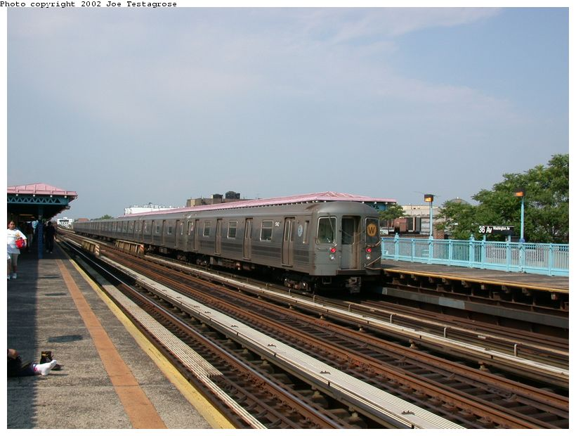 (120k, 820x620)<br><b>Country:</b> United States<br><b>City:</b> New York<br><b>System:</b> New York City Transit<br><b>Line:</b> BMT Astoria Line<br><b>Location:</b> 36th/Washington Aves. <br><b>Route:</b> W<br><b>Car:</b> R-68A (Kawasaki, 1988-1989)  5142 <br><b>Photo by:</b> Joe Testagrose<br><b>Date:</b> 6/19/2002<br><b>Viewed (this week/total):</b> 1 / 3463