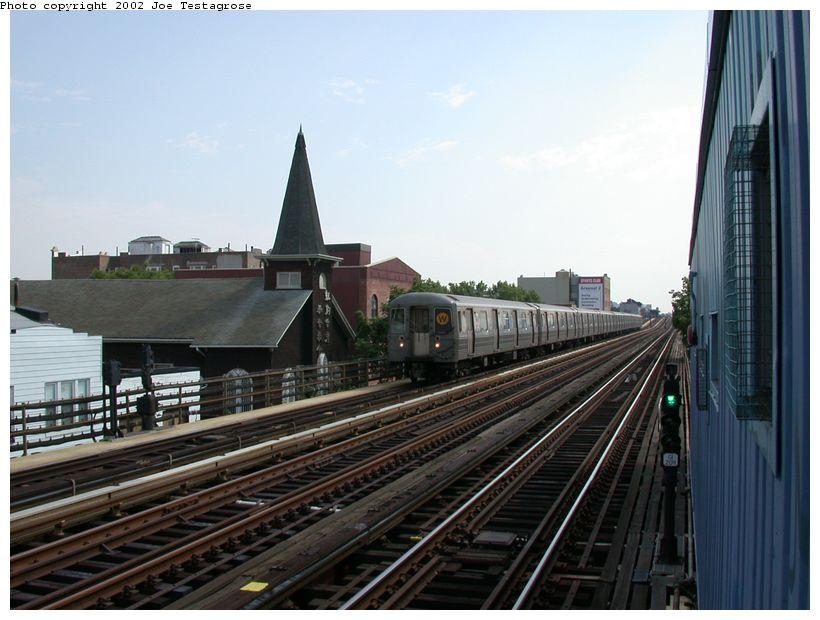 (114k, 820x620)<br><b>Country:</b> United States<br><b>City:</b> New York<br><b>System:</b> New York City Transit<br><b>Line:</b> BMT Astoria Line<br><b>Location:</b> 30th/Grand Aves. <br><b>Route:</b> W<br><b>Car:</b> R-68A (Kawasaki, 1988-1989)  5186 <br><b>Photo by:</b> Joe Testagrose<br><b>Date:</b> 6/19/2002<br><b>Viewed (this week/total):</b> 3 / 3637