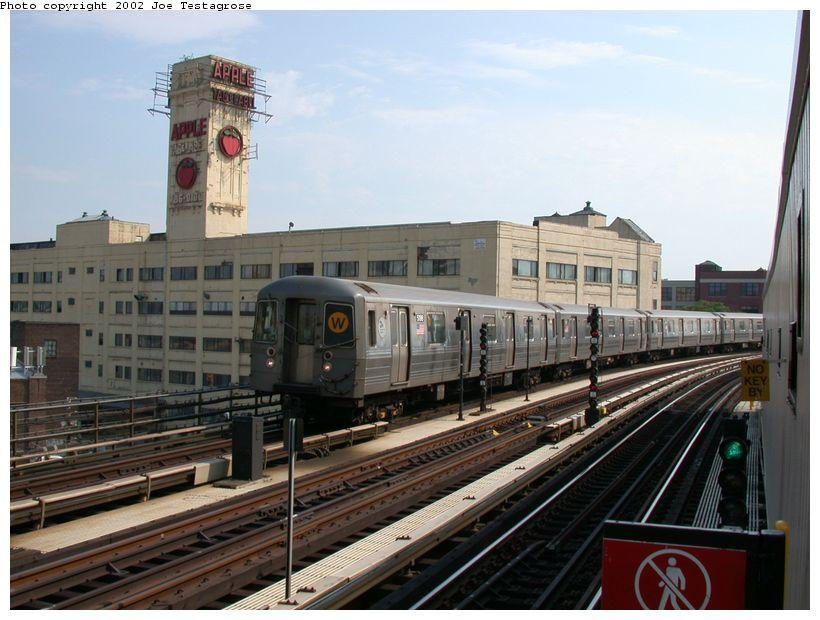 (121k, 820x620)<br><b>Country:</b> United States<br><b>City:</b> New York<br><b>System:</b> New York City Transit<br><b>Line:</b> BMT Astoria Line<br><b>Location:</b> 39th/Beebe Aves. <br><b>Route:</b> W<br><b>Car:</b> R-68A (Kawasaki, 1988-1989)  5198 <br><b>Photo by:</b> Joe Testagrose<br><b>Date:</b> 6/19/2002<br><b>Viewed (this week/total):</b> 1 / 5099