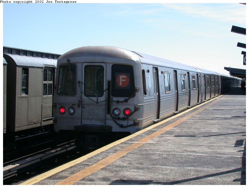 (116k, 820x620)<br><b>Country:</b> United States<br><b>City:</b> New York<br><b>System:</b> New York City Transit<br><b>Line:</b> BMT Culver Line<br><b>Location:</b> Avenue P <br><b>Car:</b> R-46 (Pullman-Standard, 1974-75) 5558 <br><b>Photo by:</b> Joe Testagrose<br><b>Date:</b> 9/22/2002<br><b>Viewed (this week/total):</b> 0 / 3809