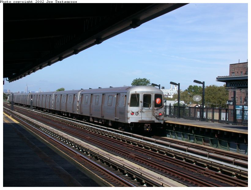 (119k, 820x620)<br><b>Country:</b> United States<br><b>City:</b> New York<br><b>System:</b> New York City Transit<br><b>Line:</b> BMT Culver Line<br><b>Location:</b> Avenue P <br><b>Car:</b> R-46 (Pullman-Standard, 1974-75) 5600 <br><b>Photo by:</b> Joe Testagrose<br><b>Date:</b> 9/22/2002<br><b>Viewed (this week/total):</b> 0 / 3990