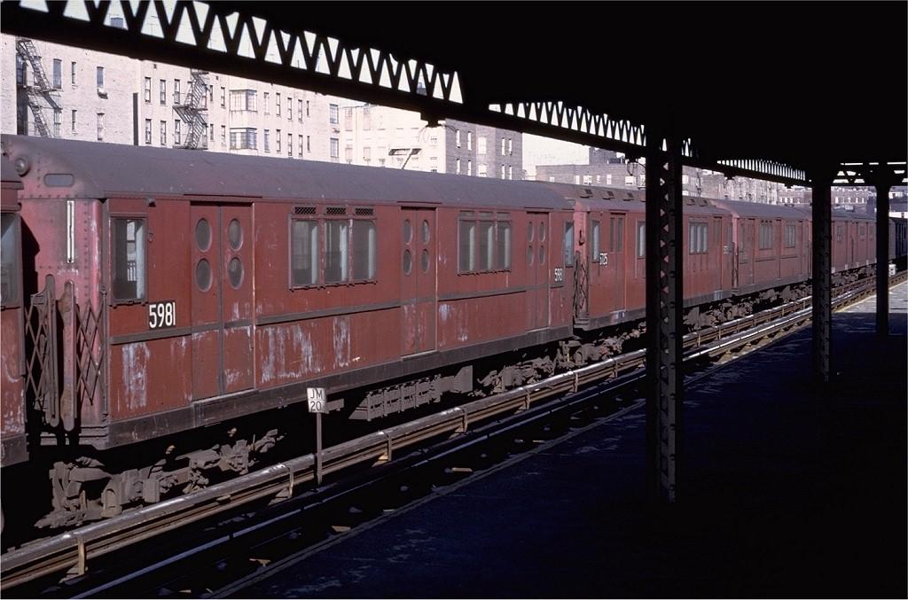 (177k, 1024x677)<br><b>Country:</b> United States<br><b>City:</b> New York<br><b>System:</b> New York City Transit<br><b>Line:</b> IRT Woodlawn Line<br><b>Location:</b> 183rd Street <br><b>Route:</b> 4<br><b>Car:</b> R-15 (American Car & Foundry, 1950) 5981 <br><b>Photo by:</b> Doug Grotjahn<br><b>Collection of:</b> Joe Testagrose<br><b>Date:</b> 1/16/1971<br><b>Viewed (this week/total):</b> 0 / 2959