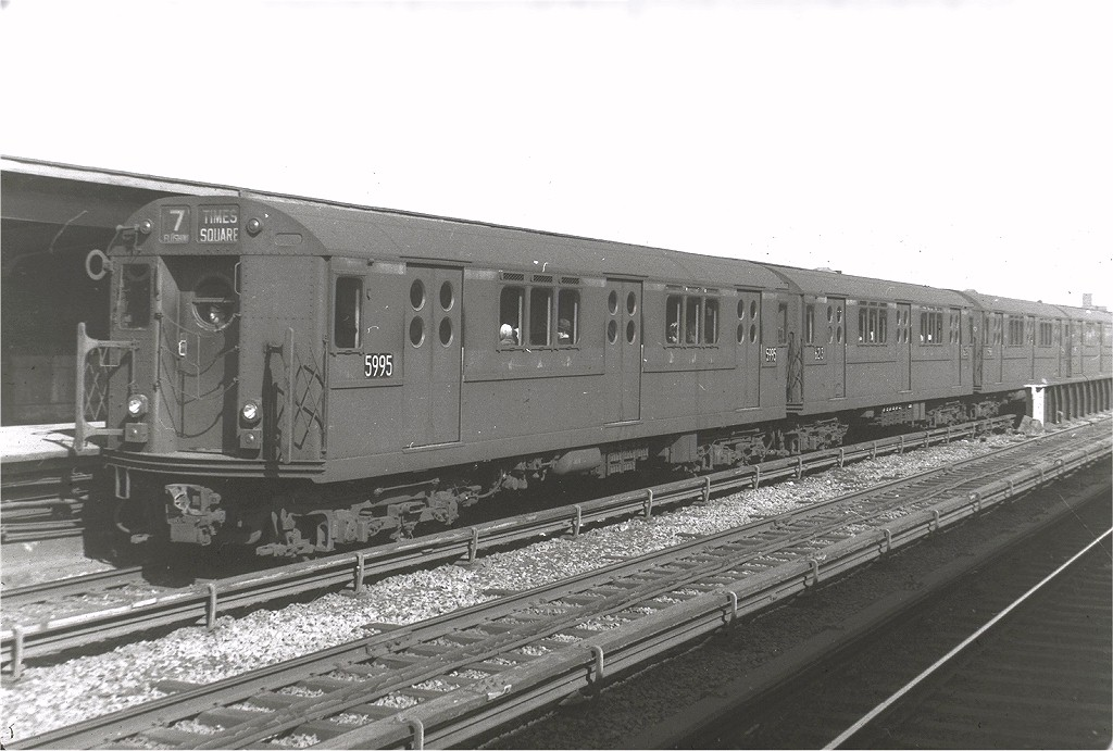(176k, 1024x691)<br><b>Country:</b> United States<br><b>City:</b> New York<br><b>System:</b> New York City Transit<br><b>Line:</b> IRT Flushing Line<br><b>Location:</b> 40th Street/Lowery Street <br><b>Route:</b> 7<br><b>Car:</b> R-15 (American Car & Foundry, 1950) 5995 <br><b>Photo by:</b> Harry Pinsker<br><b>Date:</b> 5/1962<br><b>Viewed (this week/total):</b> 0 / 3121