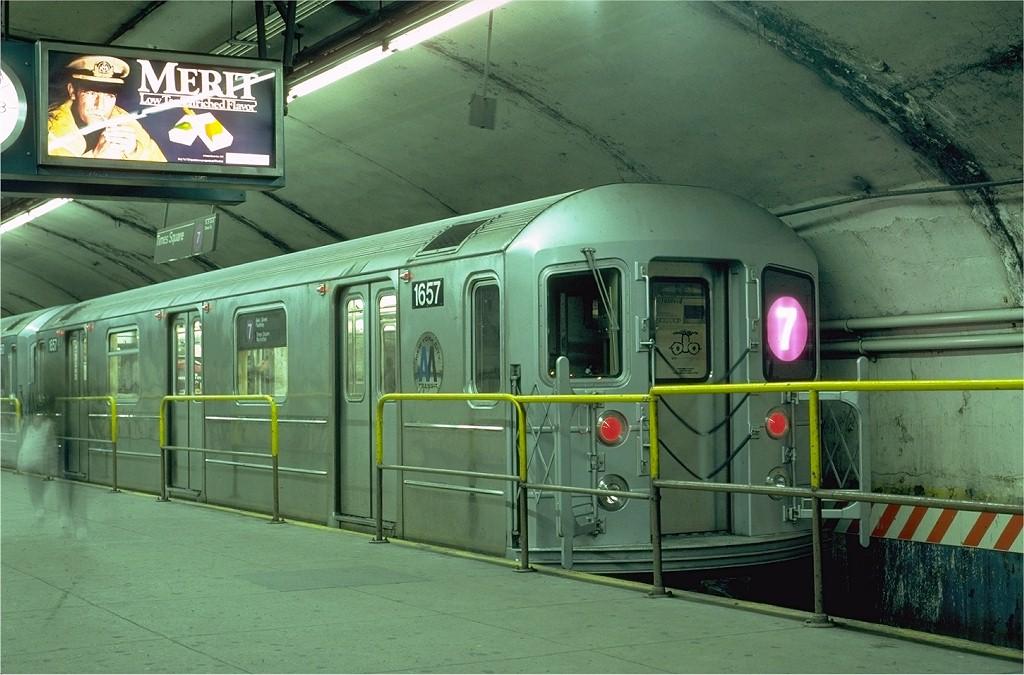 (192k, 1024x675)<br><b>Country:</b> United States<br><b>City:</b> New York<br><b>System:</b> New York City Transit<br><b>Line:</b> IRT Flushing Line<br><b>Location:</b> Grand Central <br><b>Route:</b> 7<br><b>Car:</b> R-62A (Bombardier, 1984-1987)  1657 <br><b>Photo by:</b> Eric Oszustowicz<br><b>Collection of:</b> Joe Testagrose<br><b>Date:</b> 4/20/1985<br><b>Viewed (this week/total):</b> 1 / 15950