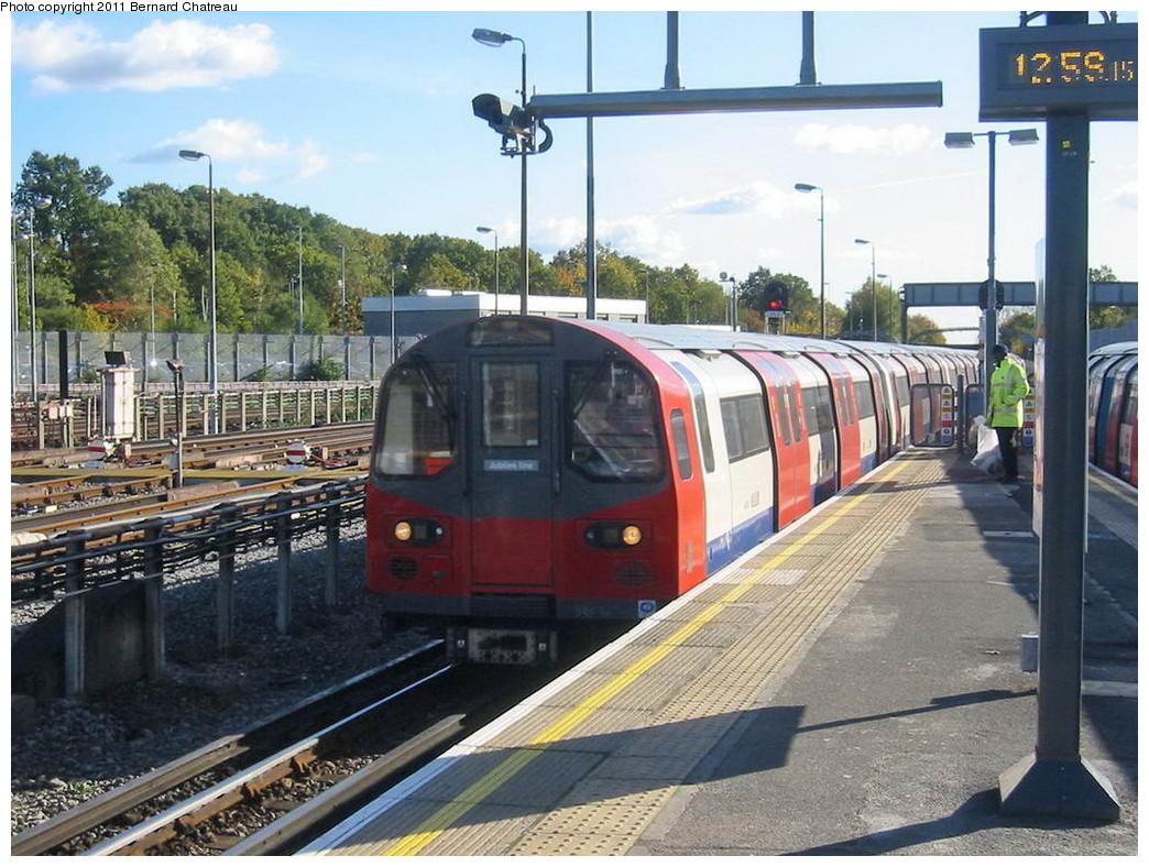 (259k, 1044x788)<br><b>Country:</b> United Kingdom<br><b>City:</b> London<br><b>System:</b> London Underground<br><b>Line:</b> Jubilee<br><b>Location:</b> Stanmore<br><b>Car:</b> 1996 Tube Stock 96014 <br><b>Photo by:</b> Bernard Chatreau<br><b>Date:</b> 10/30/2007<br><b>Viewed (this week/total):</b> 0 / 569
